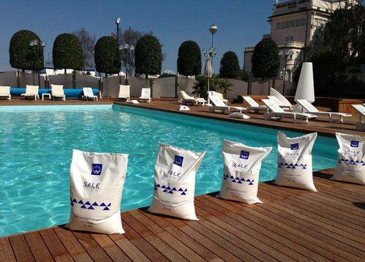 Un sistema di disinfezione dell 39 acqua delle piscine senza l 39 uso delle pastiglie di cloro l - Piscina a sale ...