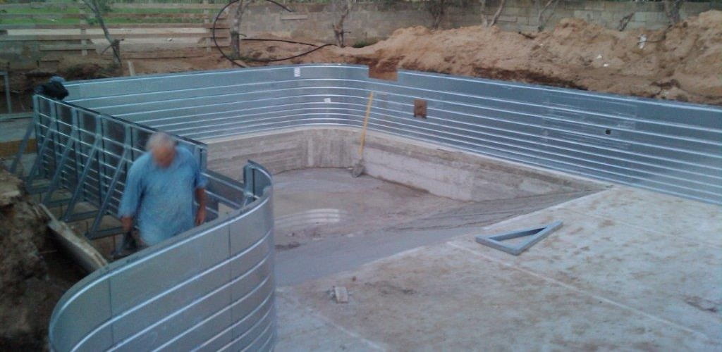 Piscine prefabbricate in acciaio piscine da terrazzo e for Piscina acciaio