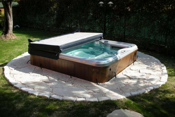 Minipiscine jacuzzi in giardino ecco come fare piscine for Piscina in giardino