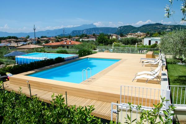 Solarium per piscina fuoriterra estetica e funzionalit for Piscine per giardino