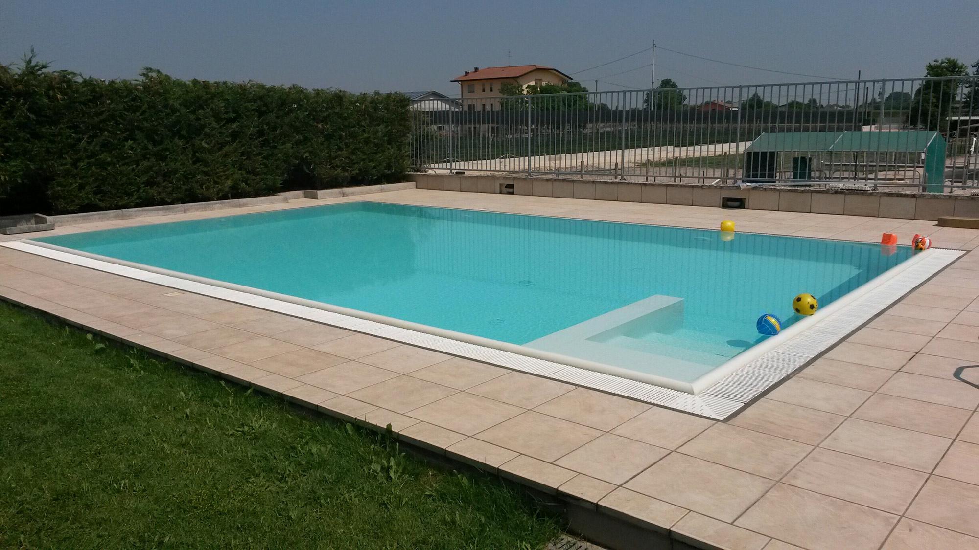 Piscine a sfioro per giardino piscine da terrazzo e giardino jacuzzi interne ed esterne - Piscine per giardino ...